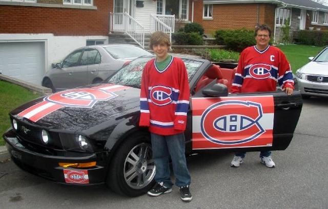 Michel Lévesque en compagnie de son fils Dominik Joyal devant sa voiture des séries de 2008.