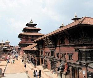 La vieille ville de Katmandou renferme la fameuse place Durbar de Hanuman Dhoka.
