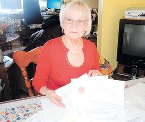 Claudette Larocque a envoyé 13 pages de documents à PayPal pour prouver le décès de son mari et récupérer l'argent, sans succès.