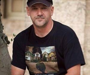 Jean Darveau fait face à des accusations criminelles concernant des messages ciblant l'humoriste Mike Ward et l'homme d'affaires François Lambert.