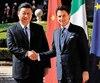 Le président chinois Xi Jinping et le chef du gouvernement italien Giuseppe Conte se sont serré la main hier à Rome.