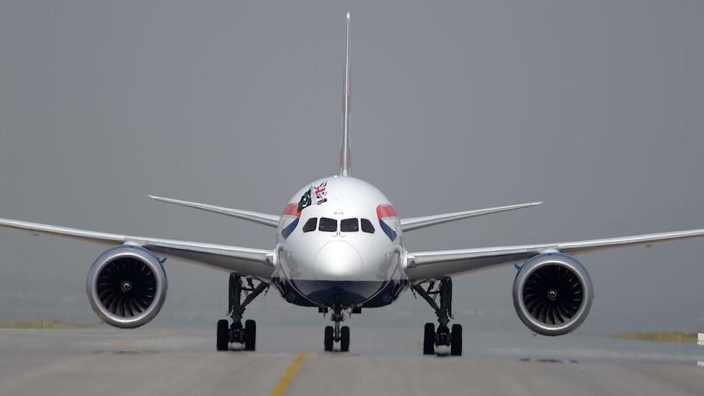 Elle ouvre une sortie de secours d'un avion par erreur en voulant se rendre aux toilettes