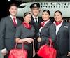 Le transporteur aérien national, Air Canada adopte une nouvelle image, et dans le même esprit, dote ses employé(e)s d'un nouvel uniforme.