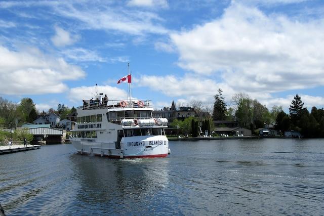 Un des nombreux bateaux de croisières sillonnant les Mille-Îles, à partir de Rockport ou de Gananoque, en Ontario.
