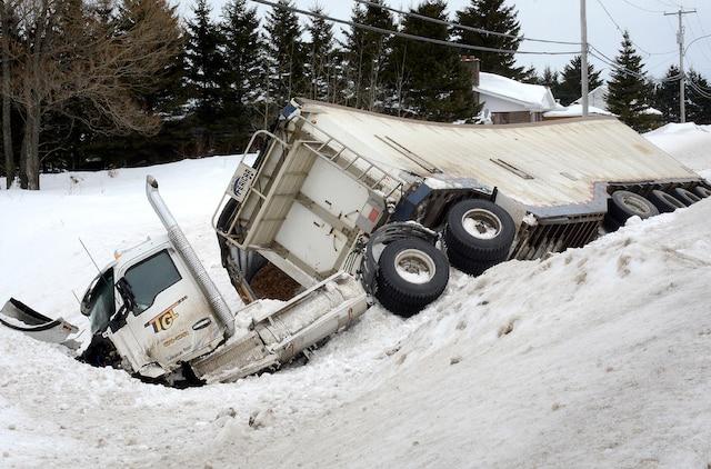 Un homme d'une soixantaine d'années a perdu la vie dans une collision sur la route 170, entre La Baie et Chicoutimi, jeudi midi.