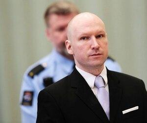 Condamné à 21 ans de prison pour le meurtre de 77 personnes, Anders Breivik soutient que ses conditions d'incarcération sont «inhumaines».