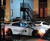 Les policiers sont intervenus sur le boulevard de Maple Grove où un homme a été blessé par balle, vers minuit hier. On voit la fenêtre brisée de la porte du logement.
