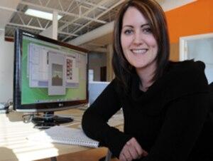 Karine Vézina, designer graphique, est une « belle tête » selon la définition du maire Labeaume puisqu'elle a choisi de quitter Montréal pour s'établir à Québec.