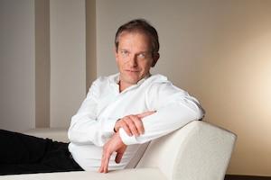 Frédéric Saldmann propose une méthode pour la maîtrise du poids et la gestion du stress, méthode sans médicaments axée sur le travail personnel.