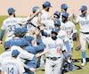 Les Dodgers célébrant leur victoire contre les Pirates.