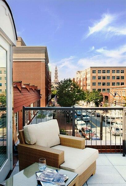 Vue du balcon de l'hôtel Le Lorien.