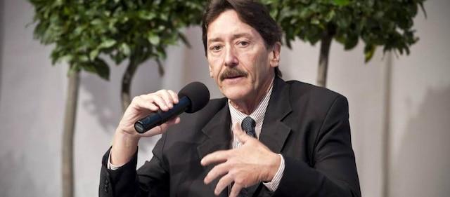Robert Cervero, professeur émérite retraité du Département de développement urbain et régional de l'Université de Californie à Berkeley, spécialisé en politiques de planification en transport durable.