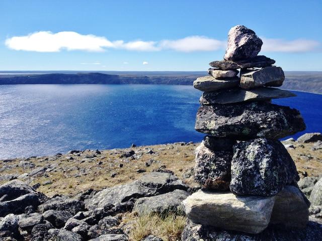 Originaires du Nunavut, les inukshuks sont  maintenant retrouvés partout au Nunavik