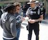 Les policiers ont distribué hier à Montréal des tracts pour sensibiliser la population à la lutte contre l'exploitation sexuelle, particulièrement durant le Grand Prix.