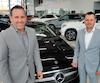 Donald et Benoît Theetge se rappelleront longtemps de leur été2018 pour différentes raisons dans le monde de la course automobile. Ils posent ici dans l'une de leurs quatre concessions Mercedes-Benz de Saint-Nicolas.