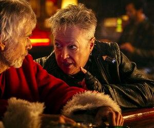Willie (Billy Bob Thornton) retrouvera sa mère Sunny (Kathy Bates) dans Méchant père Noël 2.