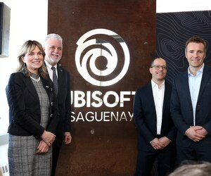 Le premier ministre du Québec a effectué une visite des nouveaux studios d'Ubisoft Saguenay vendredi matin en compagnie de la mairesse de Saguenay, Josée Néron, du DG des studios de Saguenay Jimmy Boulianne et du président des studios canadiens d'Ubisoft Yannis Mallat.