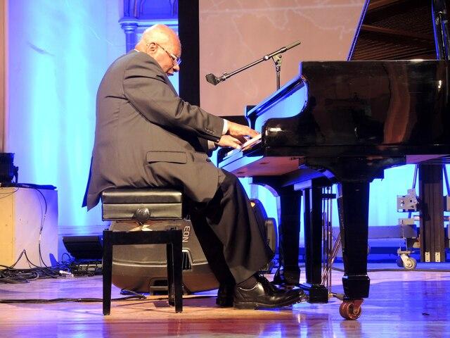 Le musicien de jazz Oliver Jones, natif du quartier de la Petite Bourgogne, est venu jouer quelques pièces lors des célébrations du premier anniversaire de Je fais Mtl.
