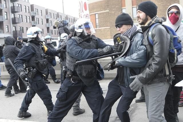 18e manifestation organisée par le Collectif opposé à la brutalité policière (COBP), dans les rues de Montréal, ce samedi 15 mars 2014I