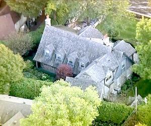 Certaines soirées étaient organisées à la résidence de Marc Bibeau, située à Beaconsfield dans l'ouest de l'île de Montréal.