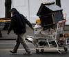 À l'aube des Olympiques de 2010,une scène du quotidien des sans abri dans les rue du quartier le plus pauvre de Vancouver