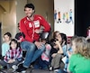 Alex Harvey s'associe au Grand Défi Pierre Lavoie dans le but d'inciter les jeunes du primaire à faire du ski de fond gratuitement l'hiver prochain.