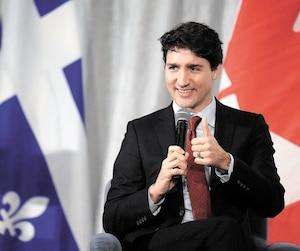 Le PM prenant la parole lors du dîner de la Chambre de commerce.