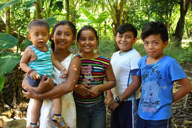 Groupe d'enfants rencontrés dans la communauté de Pochote.