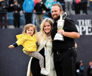 Avec la Claret Jug en main, Shane Lowry était heureux de partager sa victoire avec sa conjointe et leur fille Iris.