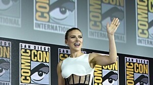Scarlett Johansson sort sa bague de fiançailles