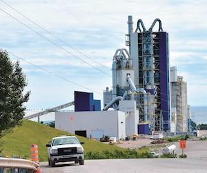 La cimenterie McInnis a été inaugurée en 2017, à Port-Daniel–Gascons, une petite municipalité située à 135 kilomètres de Gaspé.
