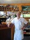 Le restaurant de Christos Kouloukis est situé dans le secteur commercial de Beauharnois, à proximité de la route 132 qui relie Salaberry-de-Valleyfield à Châteauguay. Il ne sait pas à quoi s'attendre dans les prochains mois.