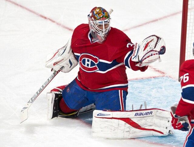 Un arrêt de (30) Peter Budaj en troisième période lors du match opposant les Kings de Los Angeles et le Canadien de Montréal au centre Bell.