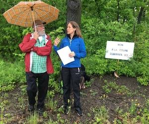 L'arboriculteur Jean Lamontagne et la présidente de Québec Arbres, Johanne Elsener, ont rencontré les médias ce matin pour demander à la Ville de Québec de préserver l'intégralité du boisé de Rochebelle.