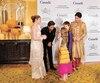 Le premier ministre du Canada, Justin Trudeau, accompagné de sa famille et de l'acteur bollywoodien Shahrukh Khan.