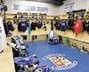 Le Collège de Lévis est l'un des seuls clubs de hockey mineur/scolaire de la région à nettoyer l'équipement de ses hockeyeurs alors que chacun des joueurs possède son propre casier, lundi 25 février 2019. Un vestiaire des commandeurs de Levis. STEVENS LEBLANC/JOURNAL DE QUEBEC/AGENCE QMI)