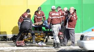 Le policier Denis Côté, connu pour avoir abattu l'auteur de la fusillade de Dawson, était présent lundi pour tenter de secourir Alain Magloire.