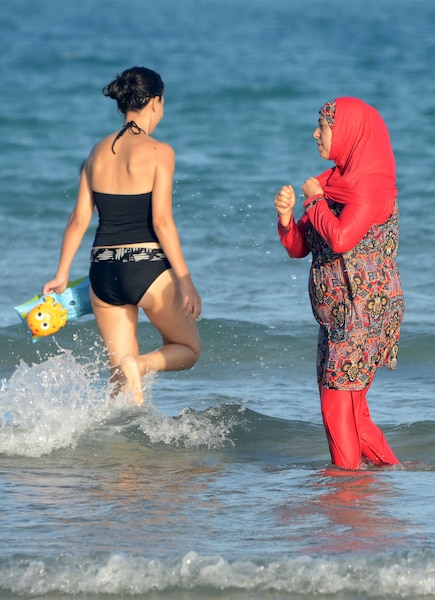 FILES-TUNISIA-WOMEN-RELIGION
