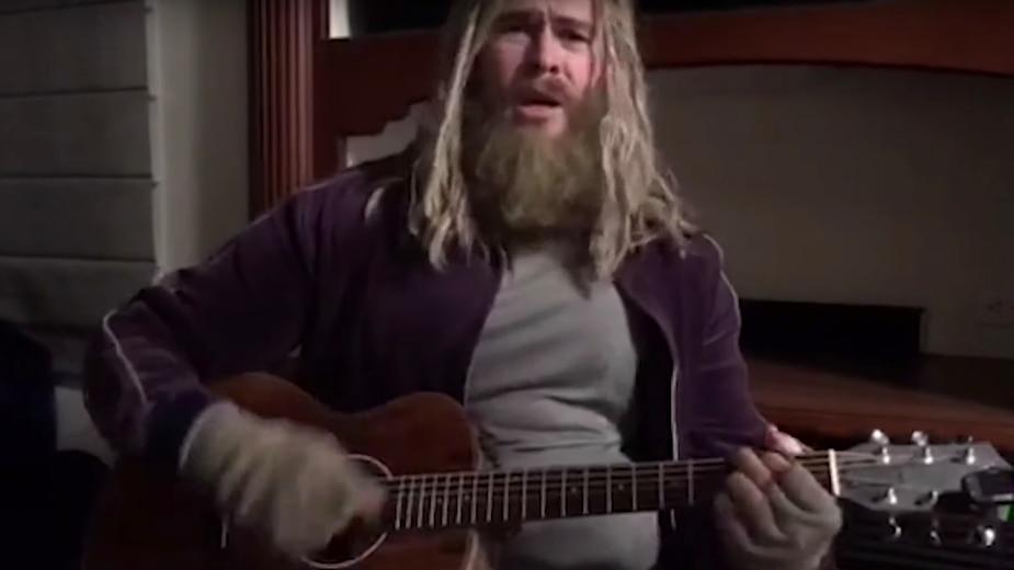 Voyez «Fat Thor» chanter «Hurt»