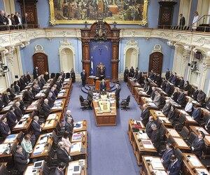 Québec solidaire s'est opposé à l'adoption rapide d'un projet de loi qui compenserait les élus pour une perte monétaire causée par l'imposition au palier fédéral de leur allocation de dépenses. «On ne voulait pas cautionner ça», a dit Manon Massé.