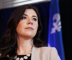 La députée Catherine Fournier a annoncé hier qu'elle quitte le Parti québécois pour siéger comme indépendante, lors d'une conférence de presse organisée dans sa circonscription, à Longueuil.
