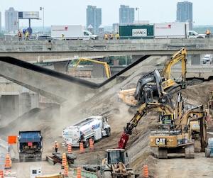 Plusieurs extras ont été payés sur le méga-chantier de l'échangeur Turcot (sur la photo) en 2016, dont un de 7,3M$ pour la construction du boulevard Pullman et la reconstruction des rues Saint-Jacques et Saint-Rémi.
