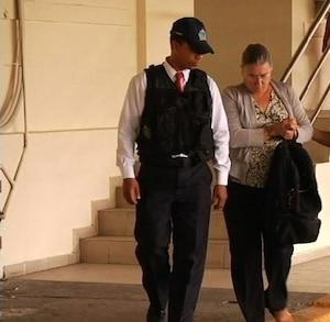 La femme d'Arthur Porter après son arrestation au Panama.