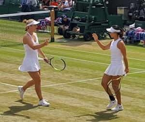 Gabriela Dabrowski et sa partenaire de double Xu Yifan se retrouvent en demi-finale du prestigieux tournoi de Wimbledon.