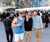 Sylvain Lemay (au centre) et ses fils Jérémie (à gauche) et Guillaume (à droite), de Boucherville, ont décidé à la dernière minute, mardi, d'aller vivre l'expérience d'un match des Golden Knights. Ils n'avaient pas de billets, mais qu'à cela ne tienne, le seul fait d'être sur la grande place devant le T-Mobile Arena valait le déplacement.