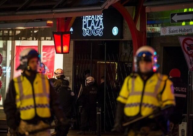 Une cinquantaine de personnes ont pris une manifestation anti-faciste contre le groupe de musique Graceland qui aurait des tendances antisémites et suprématistes blanches et qui performera au Théâtre Plaza ce soir, à Montréal, samedi le 26 novembre 2016. JOEL LEMAY/AGENCE QMI
