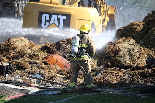 Un fermier de la municipalité de Saint-Isidore a perdu la totalité de son troupeau de vaches, soit une soixantaine de bêtes, lors d'un important incendie survenu tôt vendredi matin.