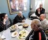 <i>Le Journal</i> a rencontré des usagers de la Maison Revivre, lors de la soupe populaire, hier. Michel Bolduc, Jacques Lemay et Martin Fontaine fréquentent l'organisme surtout pour joindre les deux bouts, mais aussi pour briser l'isolement.