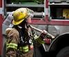 Un homme de 21 ans a tenu occupés les pompiers et policiers d'Amos, tôt samedi, en déclenchant au moins trois incendies dans des poubelles et bacs de recyclage de la ville.