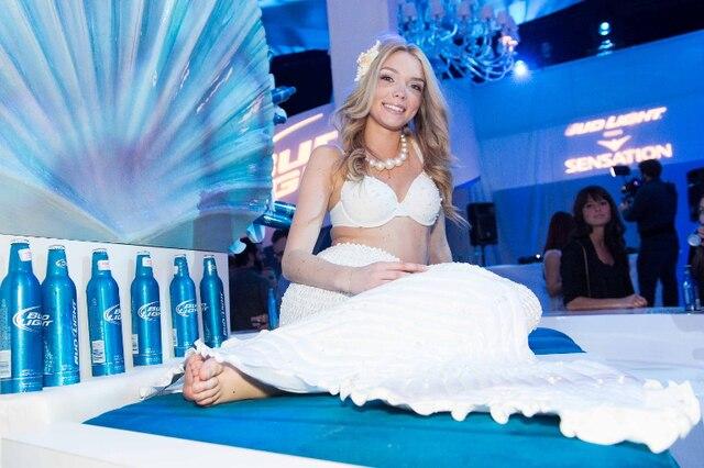 «Océan blanc» est la thématique du party cette année. Alors on peut s'attendre à entrer dans un monde mystérieux et fabuleux où vie marine et vie nocturne se rencontreront…